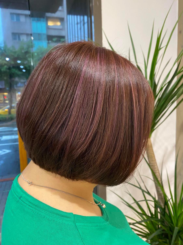 信義區染髮GOODHAIR好髮型IVAN染髮魔術師 |低調又別緻的紫紅色系線條染髮